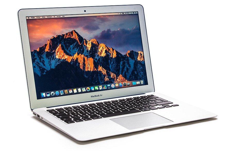 "ReUseIT Apple Macbook Air 13.3"""